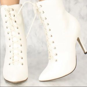 White Lace Up Pointy Heeled Boots Size 7